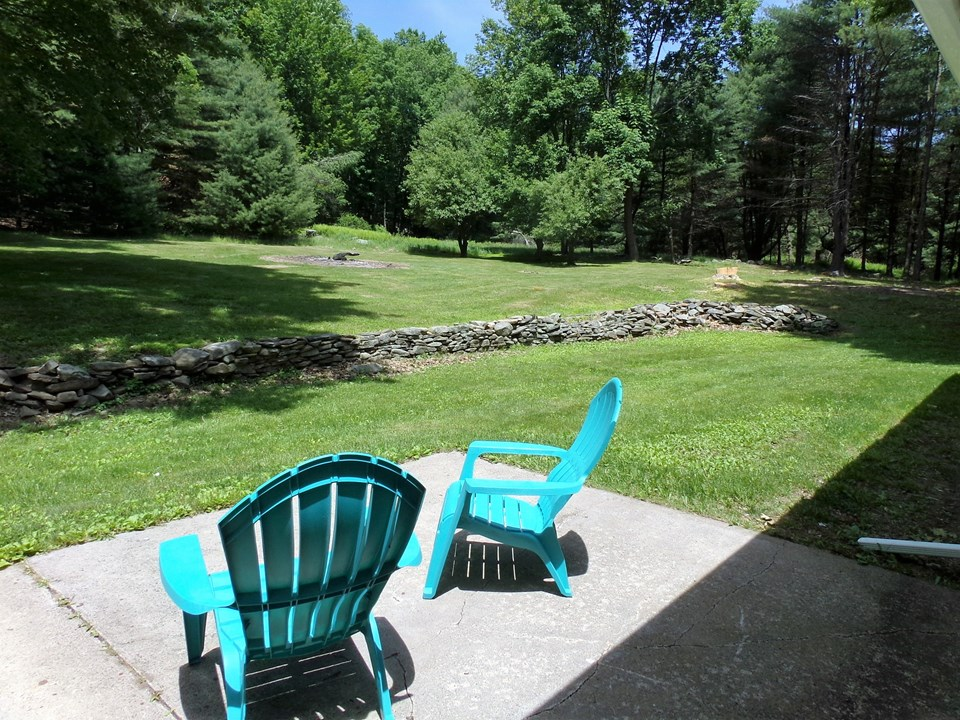 time to rest enjoy the great outdoors. private and inviting yard space gives you that peace you are thirsty for.